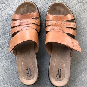 Clark's collection tan slide on sandals size 9